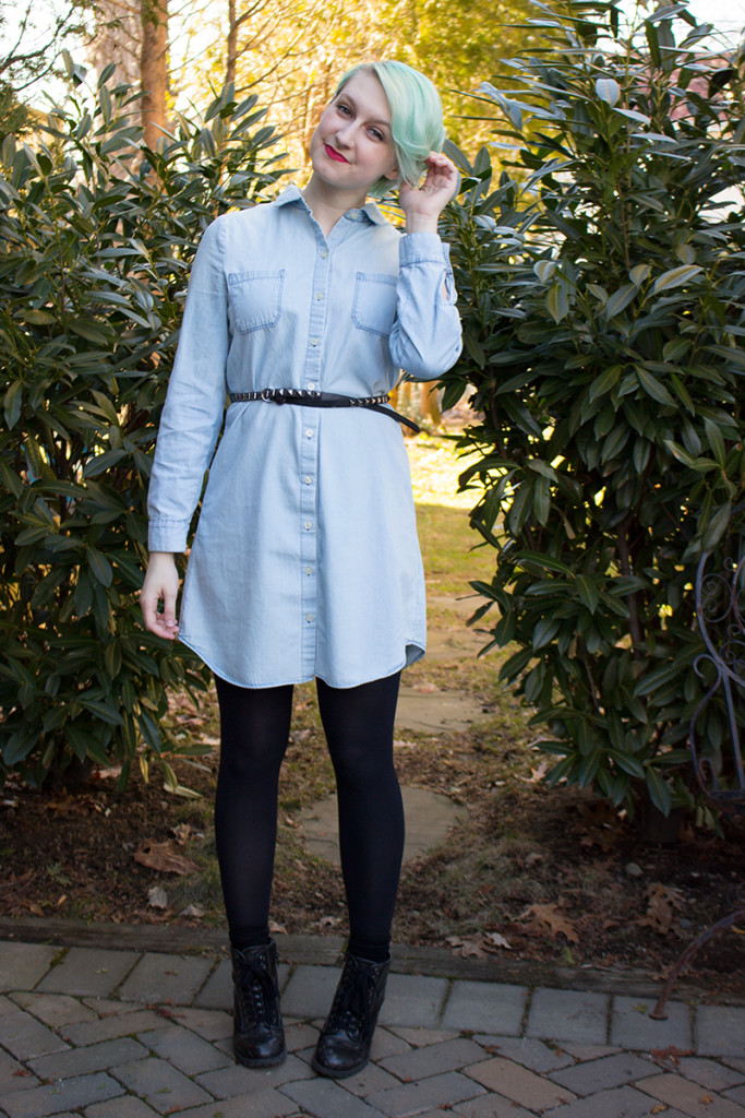 d2d2d0cab0f How To Style A Denim Shirt Dress For Spring  7 Easy Ways - That ...