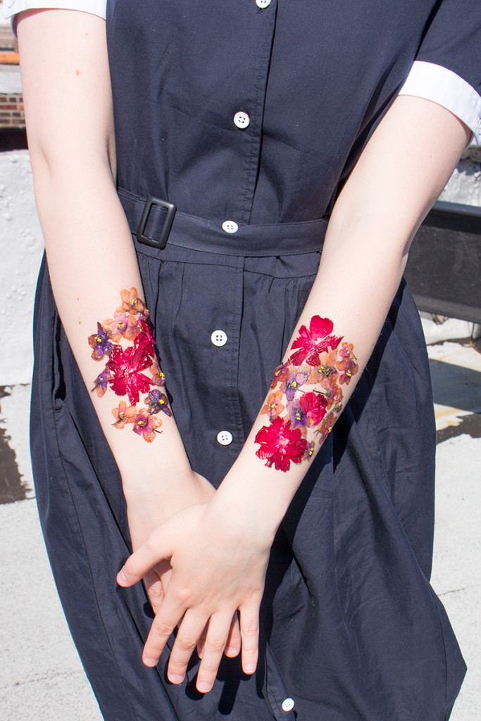 how to make temporary tattoos from dried flowers close up